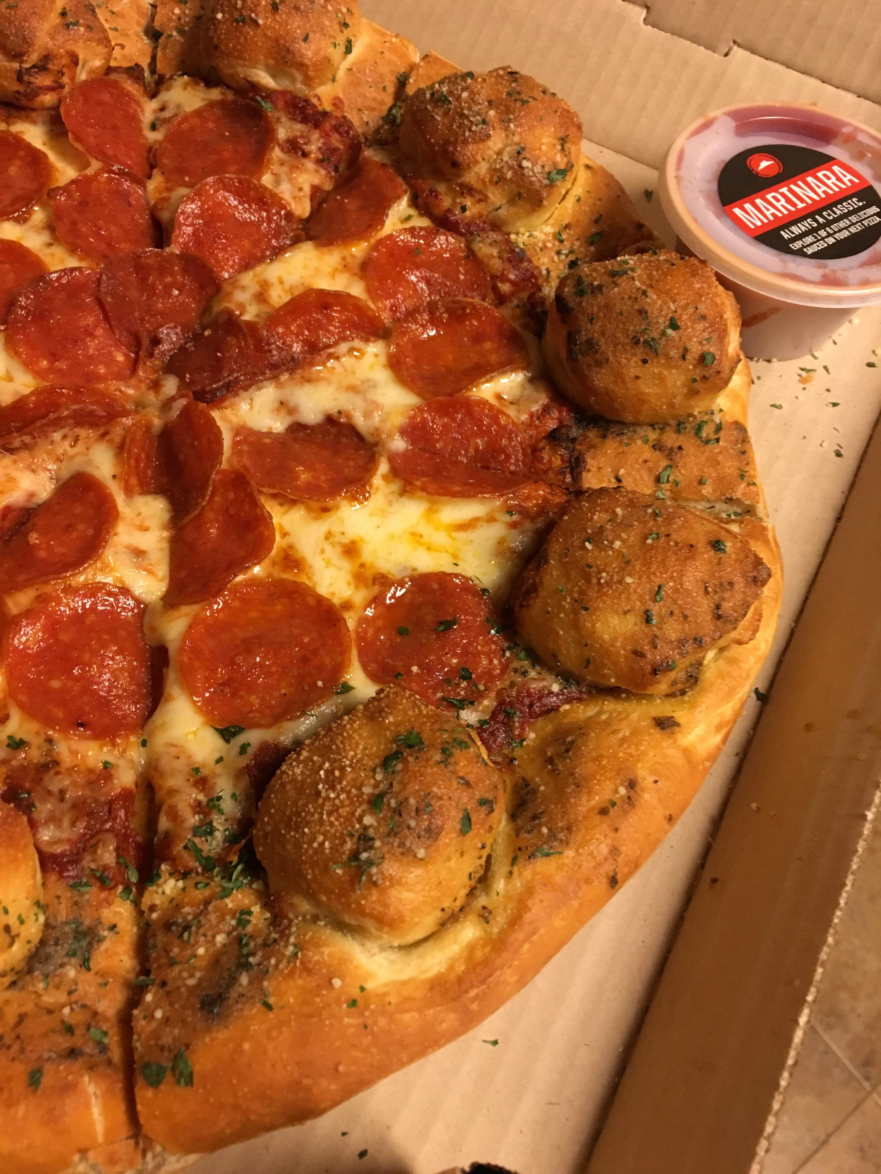 Pizza Hut Stuffed Garlic Knots Pizza [Review] - Fast Food Geek