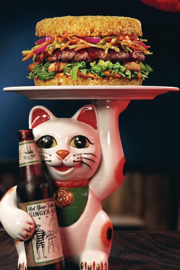 30-red-ramen-burger.w620.h930